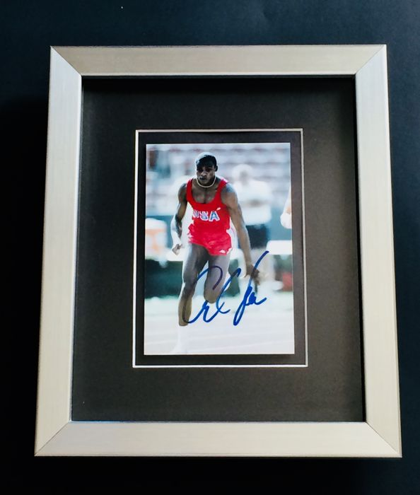 Carl Lewis - Amazing Authentic & Signed Autograph in Framed Photo ( 20x25cm ) - with Certificate of Authenticity JSA