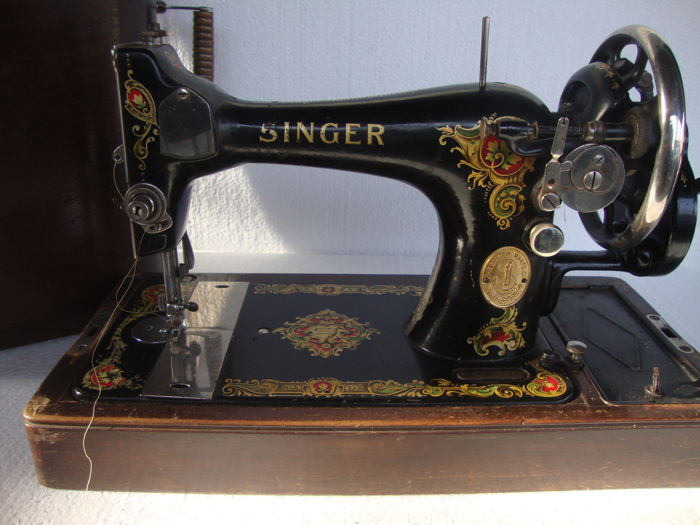 Magnificent Antique Singer Sewing Machine 40 K With Beautiful Gold Impressive 1921 Singer Sewing Machine
