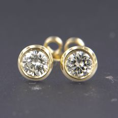 14 kt yellow gold solitaire ear studs, set with brilliant cut diamonds of approx. 0.12 ct in total.