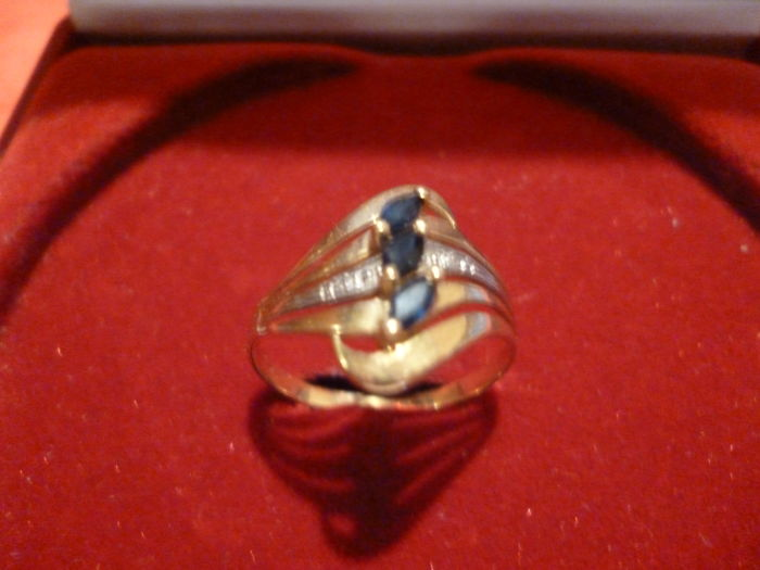 Superb 18 kt gold ring with sapphires and diamonds, weight 2.29 g