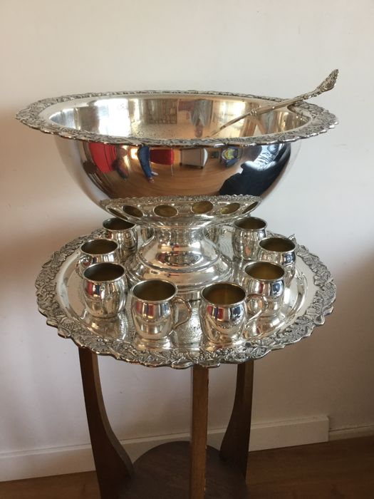 Franklin Mint silver plated punch bowl set with 10 cups & Franklin Mint silver plated punch bowl set with 10 cups - Catawiki