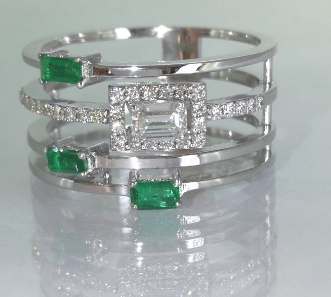 Special ring with diamonds & natural Green Emerald - Size 53 *No Reserve Price*