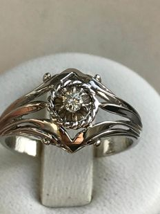 Old ring in 18 kt white gold set with a central diamond of 0.07 ct, size 54.5/17.30 mm