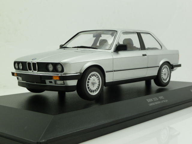 minichamps scale 1 18 bmw 323i e30 1982 silver. Black Bedroom Furniture Sets. Home Design Ideas