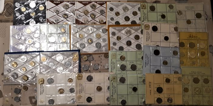 Italian Republic - Lot of 23 Divisional series 1969/1998 - 173 coins - 11 silver