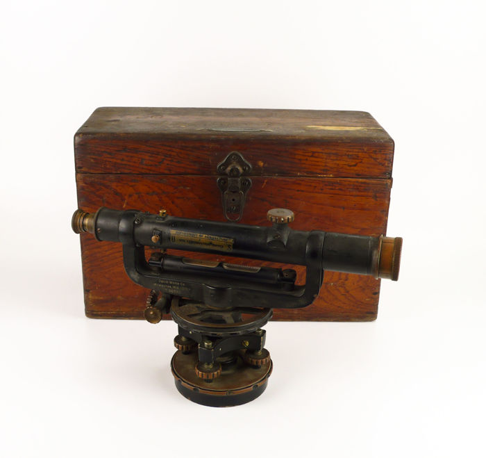 David White & Co- old topographic survey/measuring instrument ,theodolite, in original wooden box - First half of the 20th century