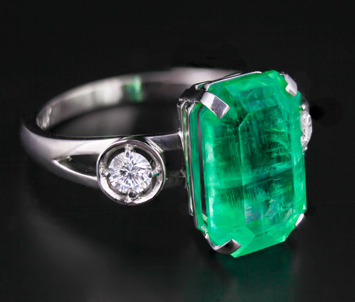 Certified 4.66 ct. Russian Ural Vivid Green Emerald Gold Ring With Diamonds.