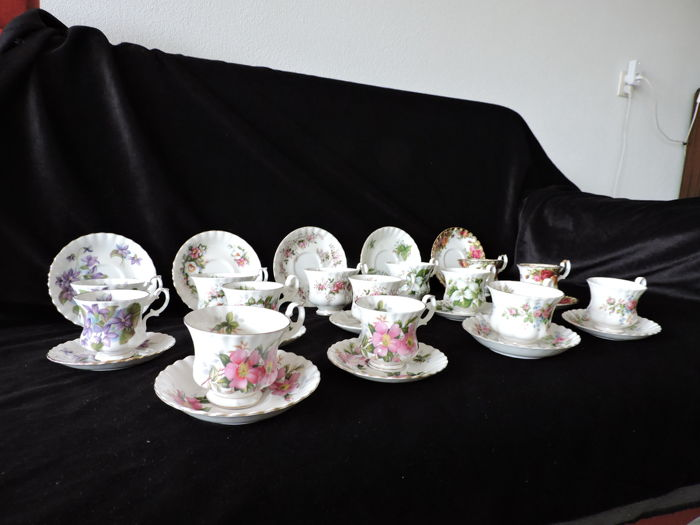 Royal Albert - in very good condition - 14 cups and saucer, 2 by 2, large and small versions
