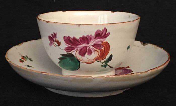 Majolica bowl and saucer with polychrome floral decoration Manufactured in Lodi