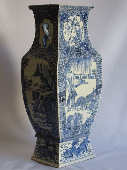 An  Blue and White Vase - China - late 19th Century