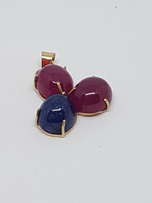 Yellow gold pendant (18 kt) with rubies and sapphire - Made in Italy - Dimensions: 2.5 x 1.8 cm