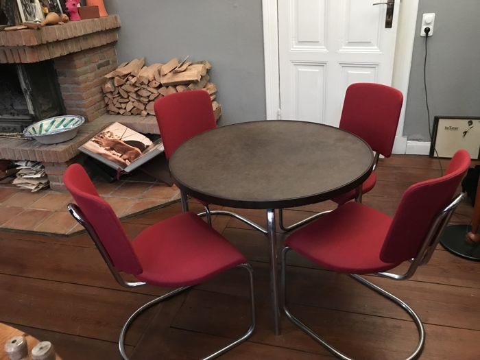 English table and chairs, Round table with Bakelite table top + 4 chairs