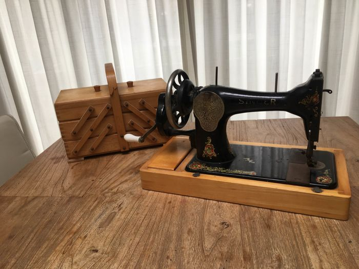 Singer 15k sewing machine including sewing box, 1910