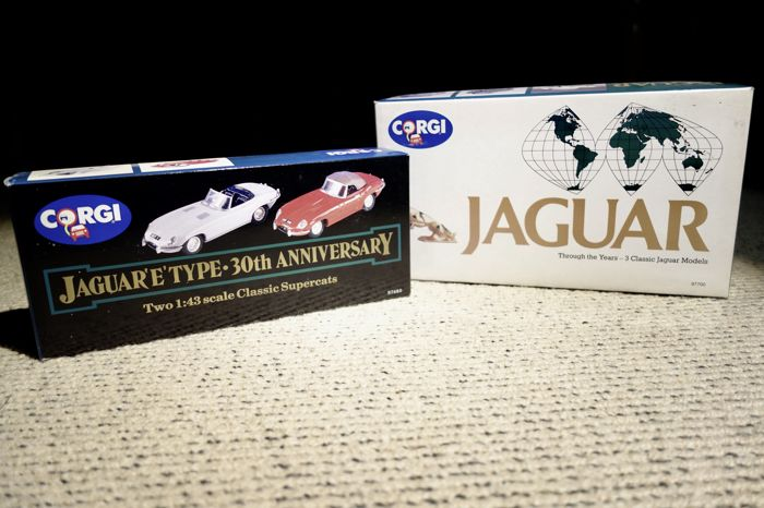 Corgi - Scale 1/43 - Lot with 5 Jaguar models: 2 sets: Jaguar 'E' type; 30th Anniversary & Jaguar through the Years.