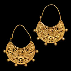 Gold Open-Work Earrings, 3.8 cm L /  4.4 grams in total