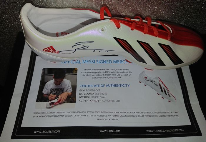 half off 5e6e9 fe5ab Lionel Messi hand signed Football boot official Messi merchandise ICONS  authenticated - Catawiki