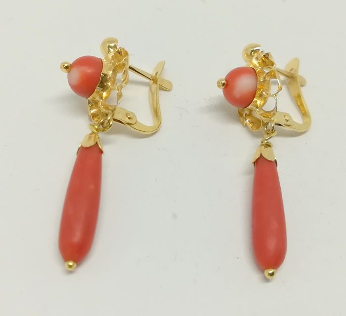 Earrings made of 18 kt yellow gold - corals - length 3.3 mm