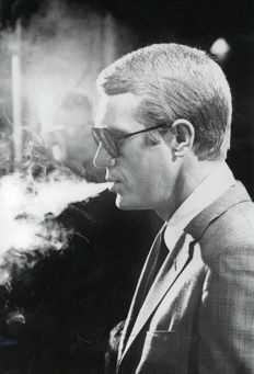 Julian Wasser/Camera Press/Unknown - Steve McQueen smoking, 1964 / portrait, 1962