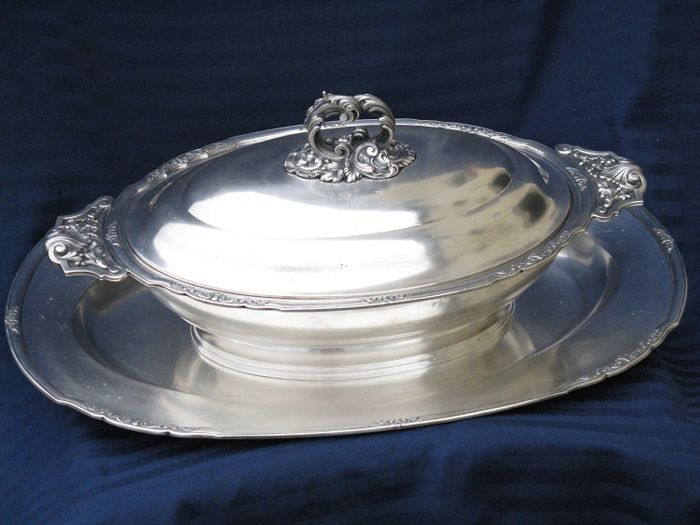 Tureen and Tray Decorated in Rocaille Style Revival Ricci and C., Alessandria, Italy, 1935/1945
