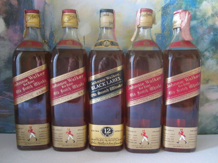 5 bottles - 4x Johnnie Walker Red Label 70 cl - 1s Johnnie Walker Black Label 12 years 70 cl - bottled in the 1980s