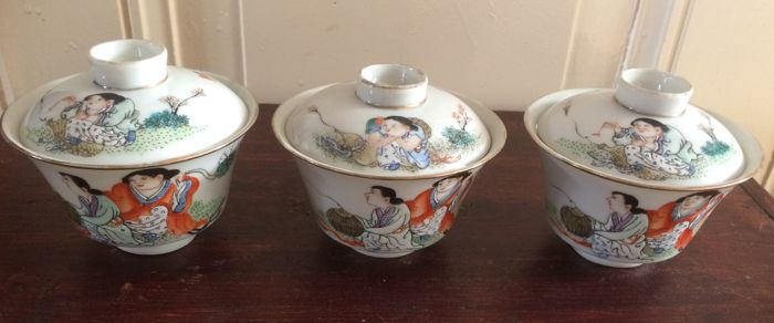 Three Chinese porcelain bowls and covers - China - second half 20th century