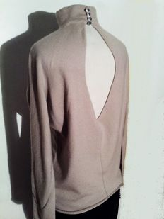 Giorgio Armani cashmir top with impressive back si - Cashmere jumper, Top