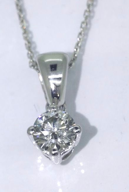 *Solitaire pendant with 1 brilliant cut diamond of 0.32 ct***No reserve price***