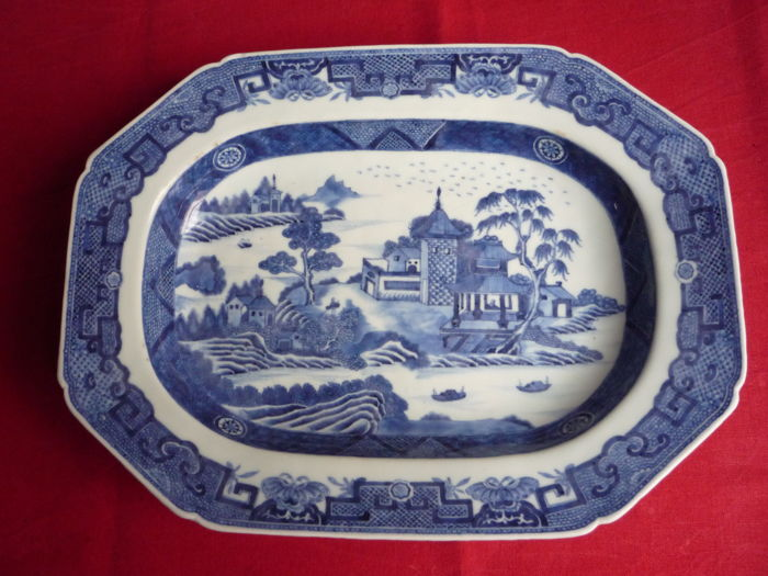 Large blue / white assiette with rural painting - China - 18th century