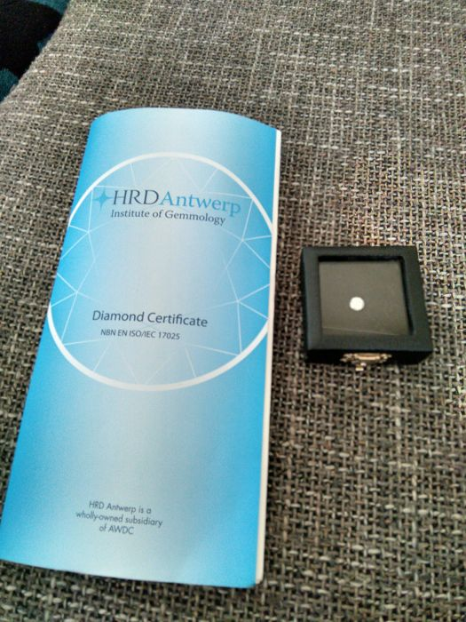 White diamond 1.02 ct with attached HRD certificate.