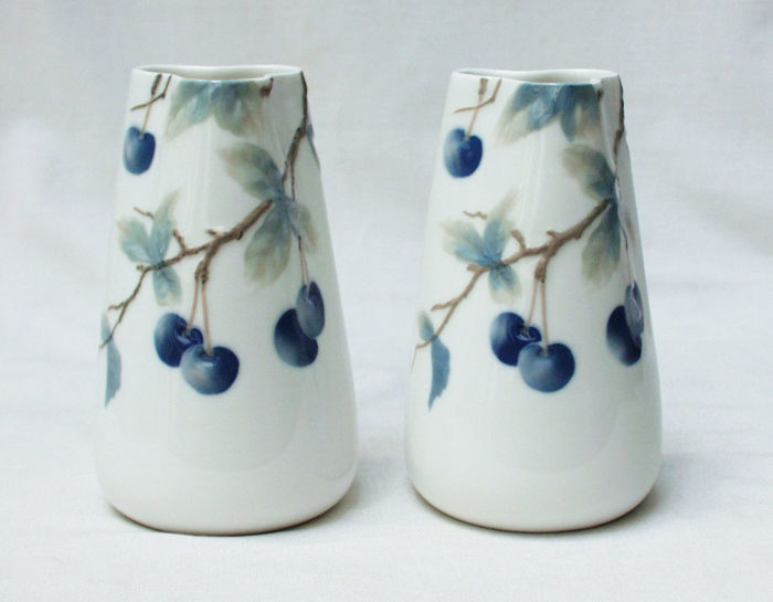 "Rosenthal - A pair of porcelain Art Nouveau vases ""Donatella"""