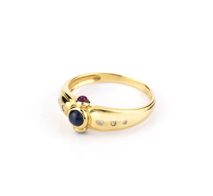 18 kt yellow gold - Cocktail ring - Diamonds - Rubies - Sapphire - Ring inner diameter 17.30 mm - Size 15 (Spain)