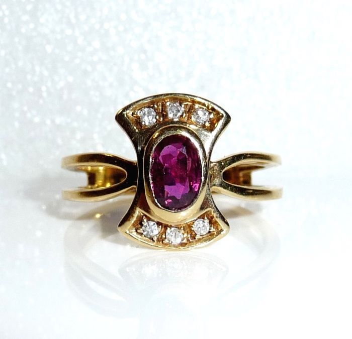 18 kt / 750 gold ring 0.50 ct ruby + 6 diamonds 0.12 ct, ring size 53 / 16.9 mm - adjustable Italy