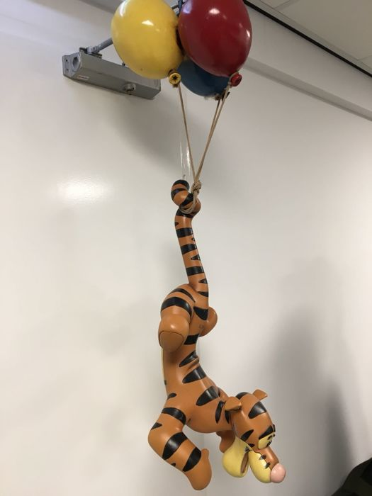 Disney, Walt - Statue - Hanging Tigger on balloons