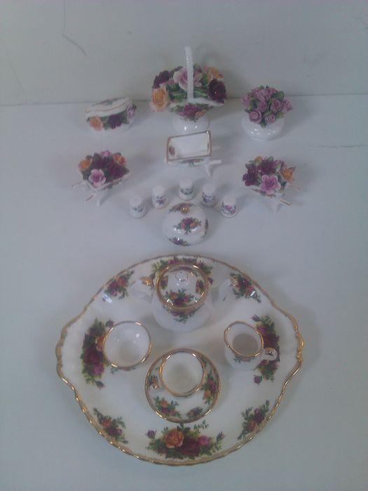 Royal Albert, old country roses - miniature items and dish - 20 parts