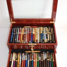 50 fountain pens, gold and silver plated in their exhibition showcase with its original key