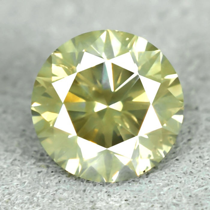 Diamond - 0.62 ct, Si1 - Natural Fancy Yellowish Green