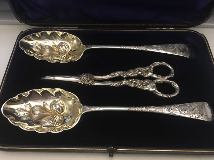 Vintage silver plated cased set of three piece fruit set  - 1900. Makers initials- B B B