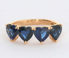 Sapphire ring with heart-cut sapphires weighing approx. 3.40 ct in total, 750 rose gold ---NO reserve price---