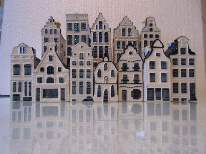 "12 KLM Delft Blue Bols houses (1-3-30-32-42-47-52-59-60-66-71-81) incl. the ""Anne Frank House""!"