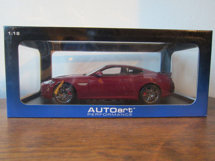 Autoart - Scale 1/18 - Jaguar XKR-S - Red