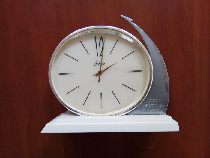 Molnija - bracket clock - Flight of the first person in space - 1961 s Limited release