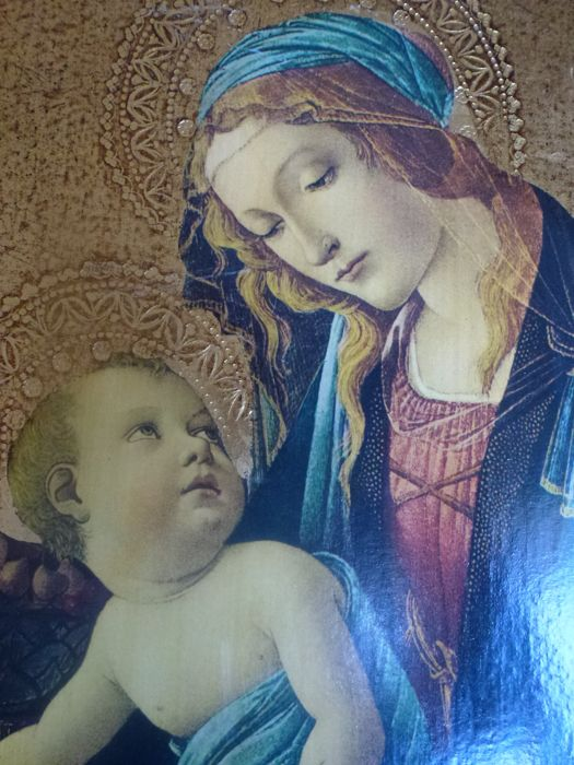 """Large altarpiece depicting the """"Madonna del Libro"""" from the painting on panel by Sandro Botticelli - dating back to circa 1480-1481 and preserved on the Museo Poldi Pezzoli of Milan - excellent work of art enriched by pure gold leaf - slightly larger than the original"""