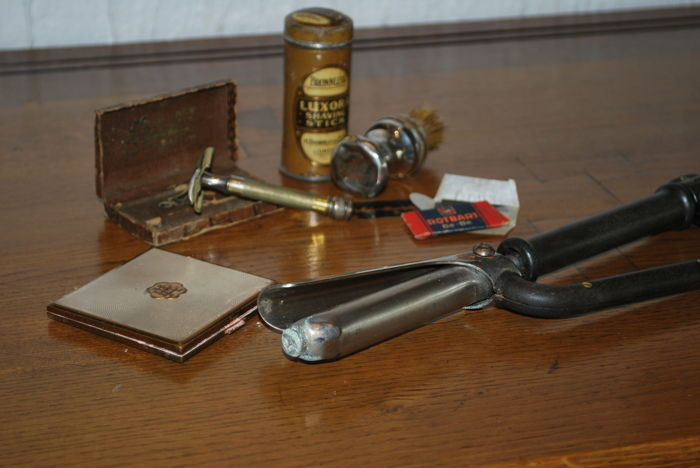 Complete Gillette razor, Capilustro curling iron a and art deco vintage powder compact.