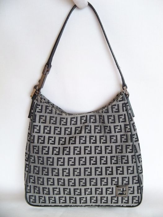 68351abe3a6 ... netherlands fendi shoulder bag no minimum price b6453 20afd