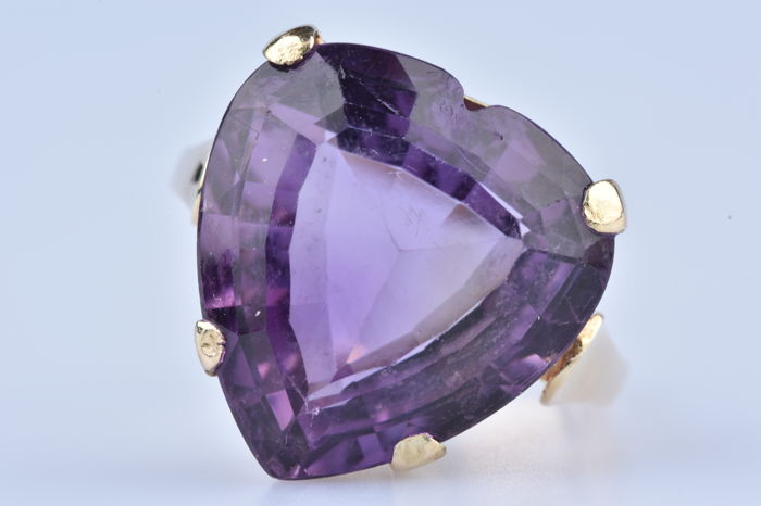 Ring in 14 kt yellow gold and amethyst heart of approx. 11 ct