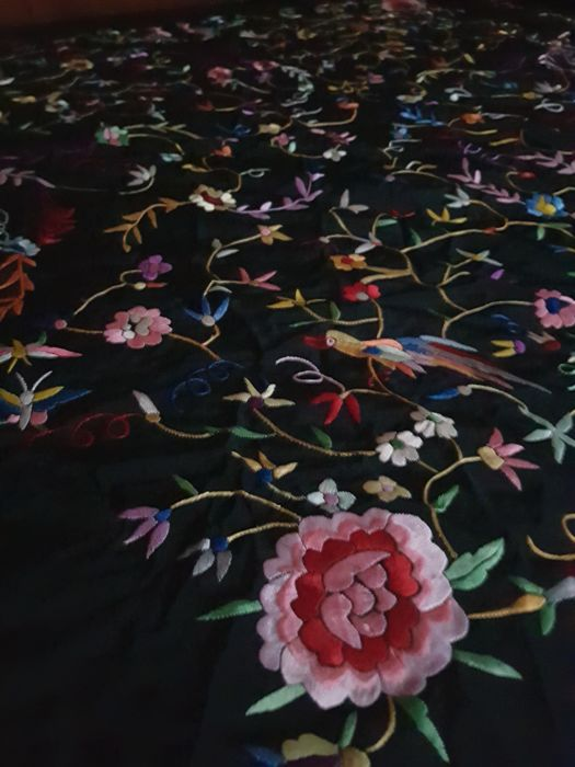 Hand embroidered manila shawl in black silk, both sides with floral motifs, Spain, 1983