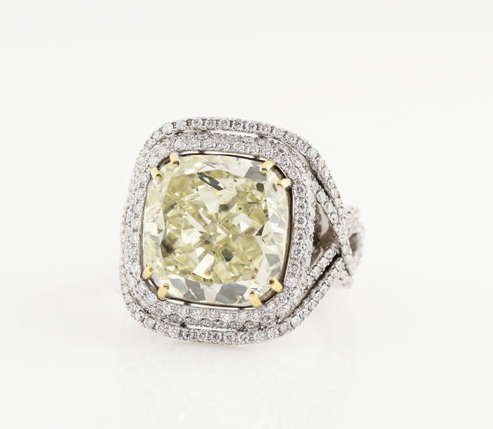 18kt GIA certified white gold exclusive diamond ring 10.09ct & 1.50ct / Natural Fancy Brownish-Greenish Yellow Even / 13.00gr / size : 52 / 12 / L / GIA.