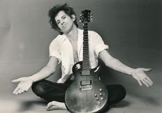 Ebet Roberts  - Keith Richards, with wedding present guitar, 1983