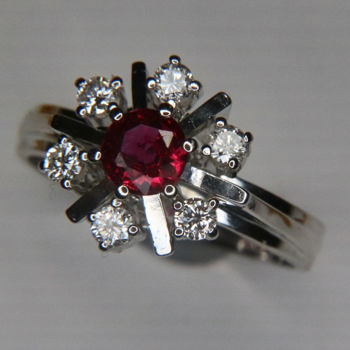 Star Ring, white gold 585, with a high quality natural Ruby and brilliant cut diamonds of top quality E/VVS1. Excellent state/ /rhodium plated.