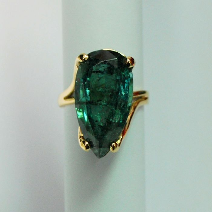 14kt gold ring with Neon Green Tourmaline/ IGI-Certified / Size: 16.8 mm / No Reserve Price